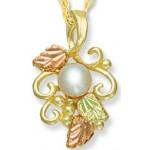 Pearl Necklace - by Landstroms